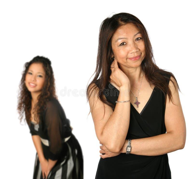 Mamã tailandesa madura com a filha nova bonita fotos de stock