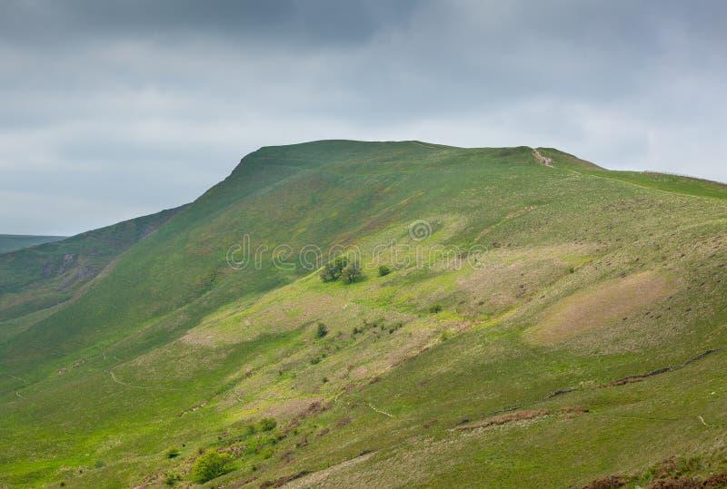 Mam Tor Derbyshire England med stormig himmel fotografering för bildbyråer
