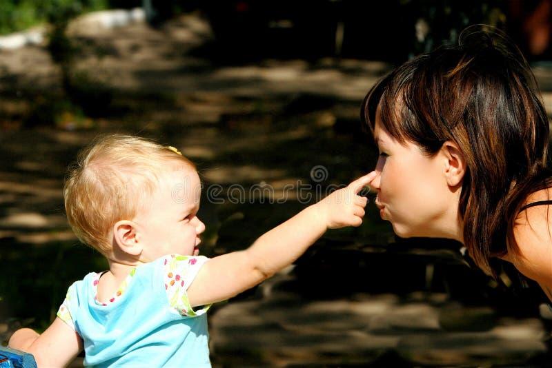 Mama en dauther stock afbeeldingen