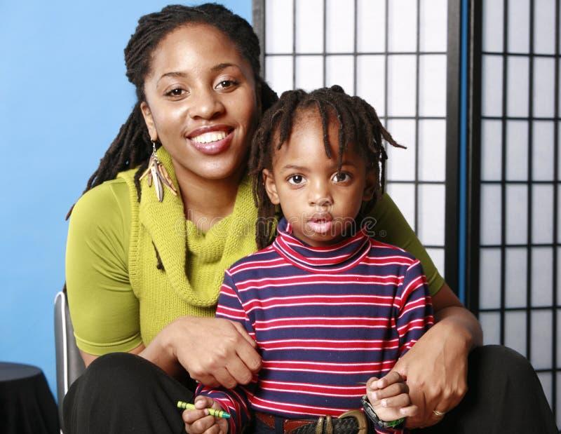 Mama en leuke zoon stock foto's