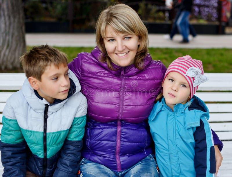 Mama y niños foto de archivo libre de regalías