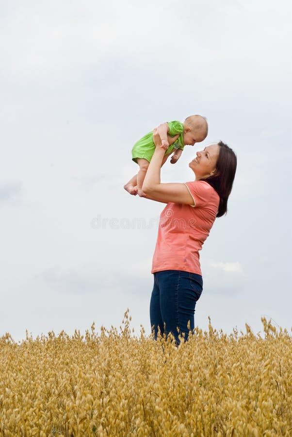 Mama y recién nacido imagen de archivo libre de regalías