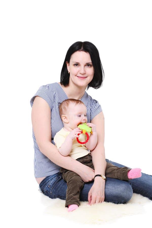 Mamaeinflüsse auf Händen des Schätzchens. lizenzfreies stockfoto