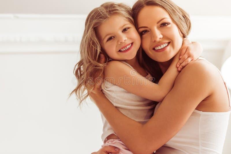 Maman avec la fille photo stock