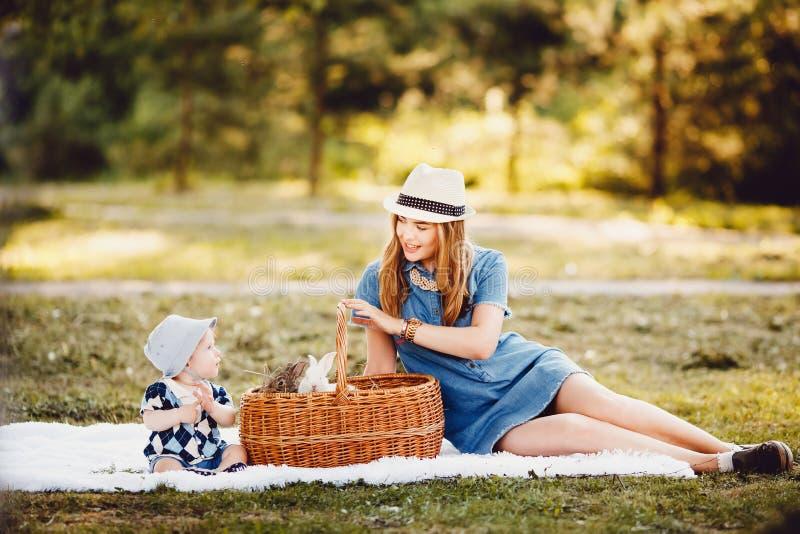 Maman et fils de concept images stock