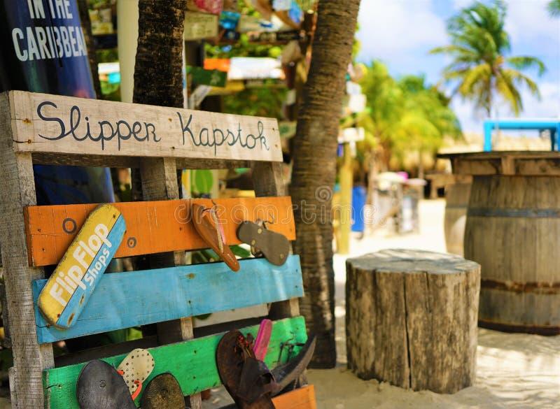 Mambostrand, Curacao/Antillen van Nederland - Maart 15, 2019: het rek van de wipschakelaarslaag stock foto