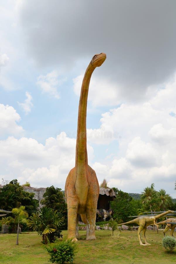 Mamenchisaurus do dinossauro fotos de stock