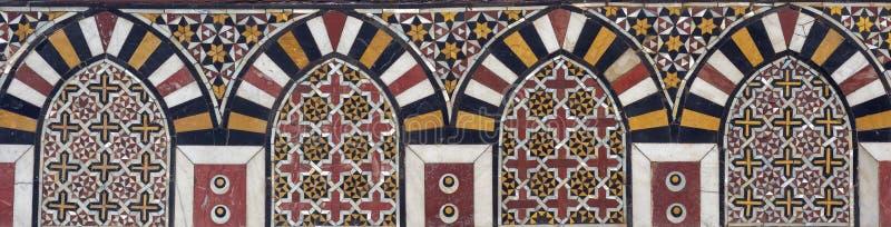 Mamluk-Äramarmor-Mosaikplatte mit geometrischen Dekorationen stockbild