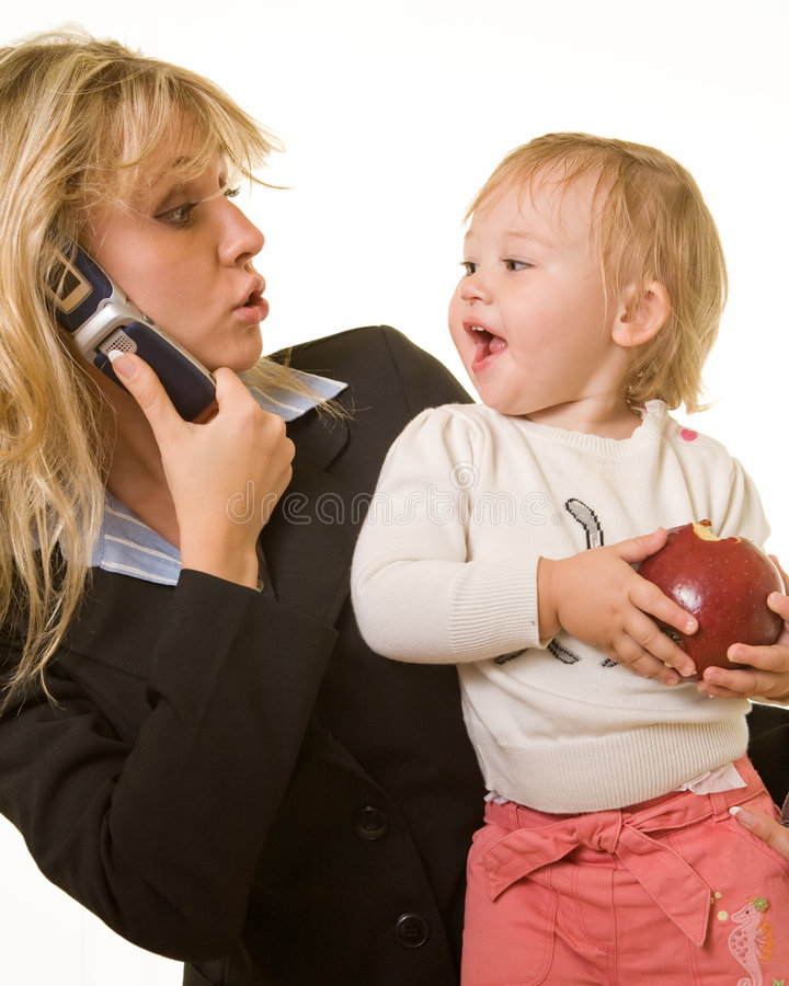 Mamma di funzionamento con il bambino fotografia stock libera da diritti