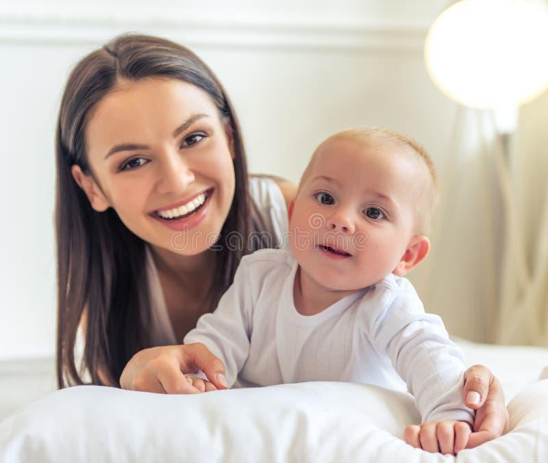 Mamma e bambino fotografia stock libera da diritti