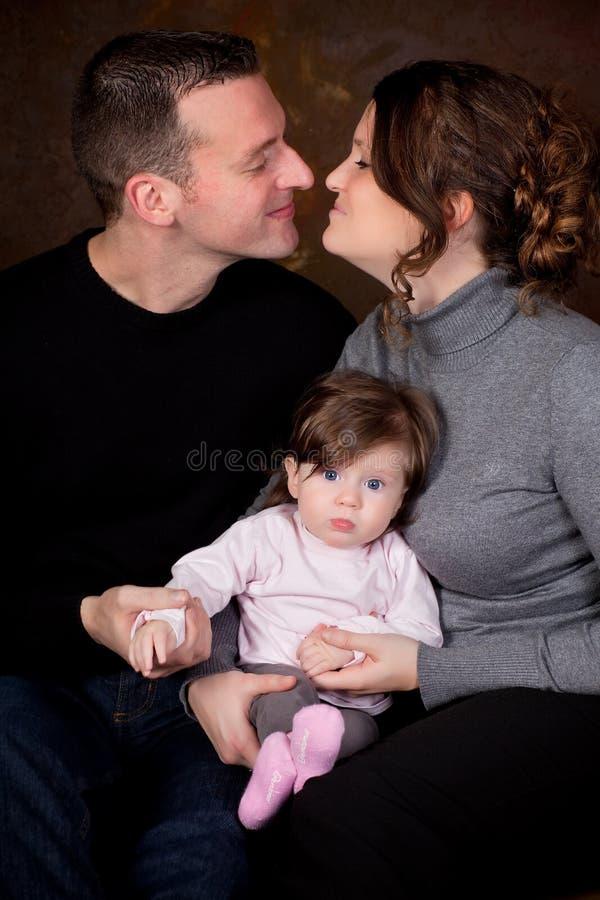 Mamma e papà felici fotografie stock libere da diritti