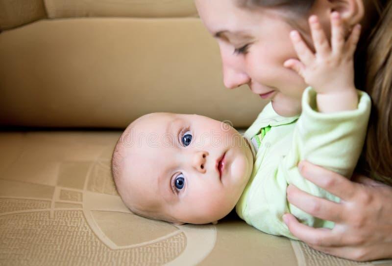 Mamma en baby royalty-vrije stock afbeelding
