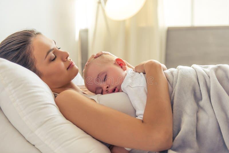 Mamma en baby royalty-vrije stock fotografie