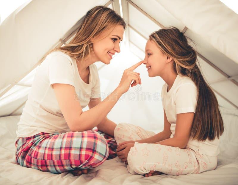 Mamma en dochter royalty-vrije stock fotografie