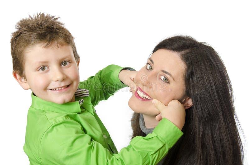 Mamma en kind het spelen stock foto's