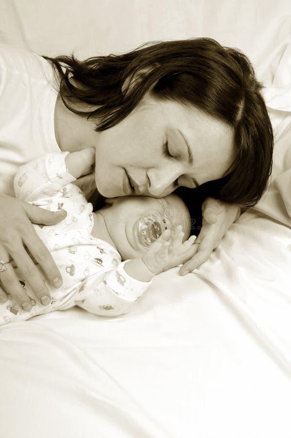 Mamma en weinig babymeisje stock fotografie