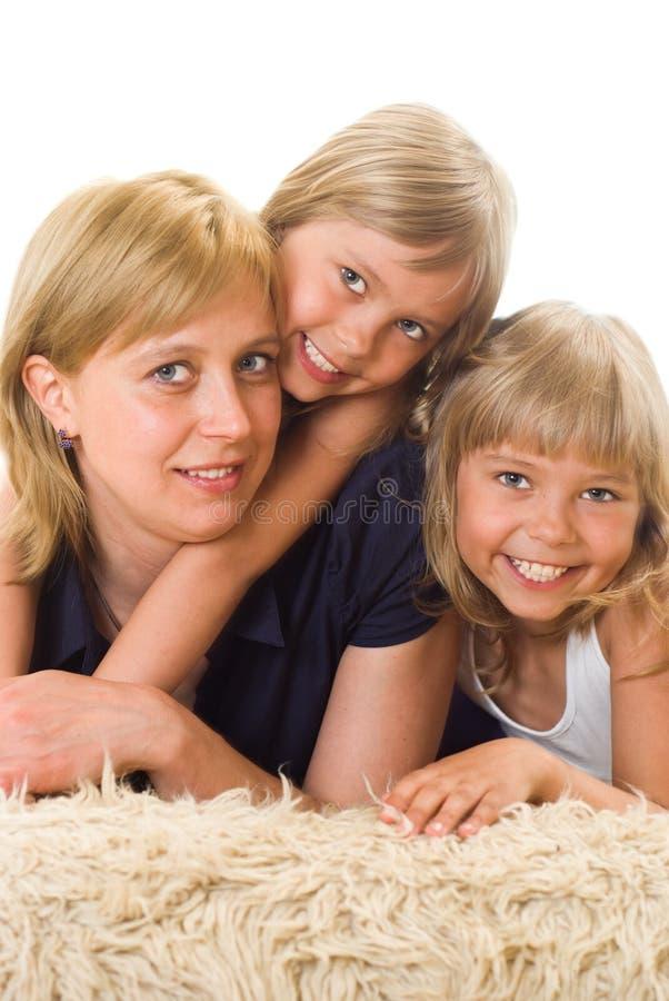 Mamma ist mit Töchtern stockbild