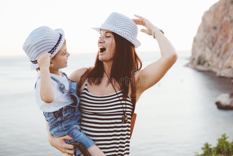 Mamma mit ihrem Sohn stockbilder