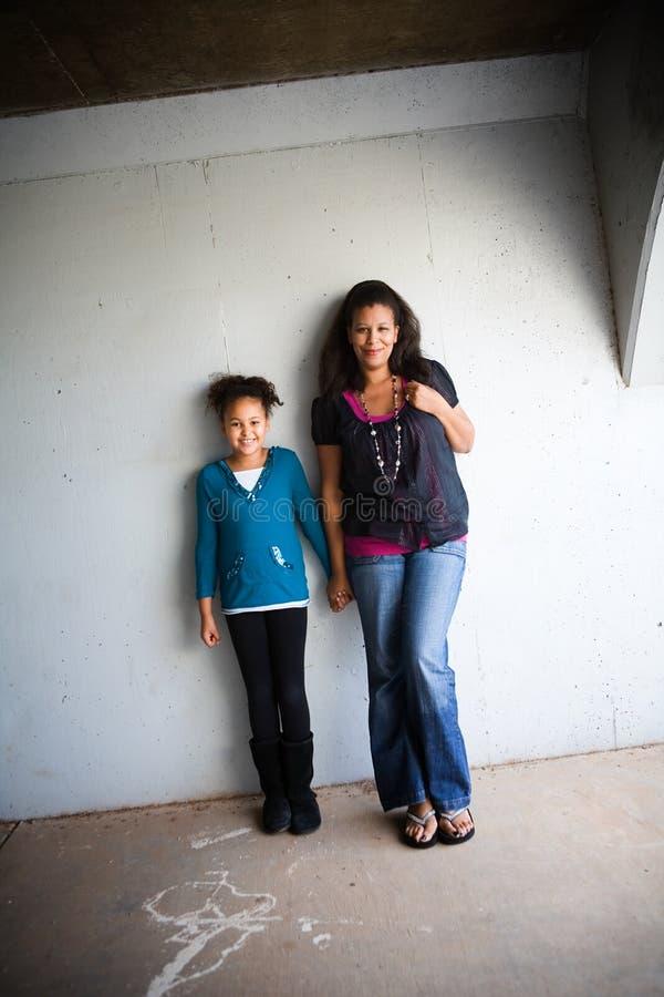 Mamma och dotter fotografering för bildbyråer