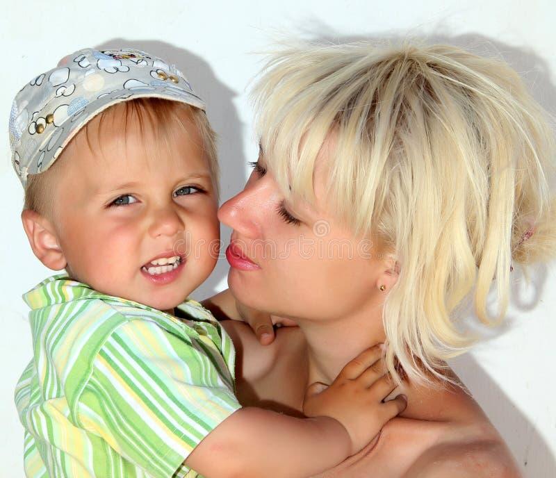 Mamma och son royaltyfri foto