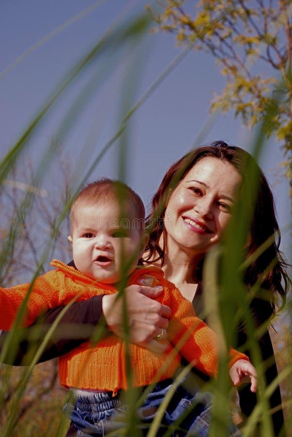 Mamma und Baby lizenzfreie stockfotografie