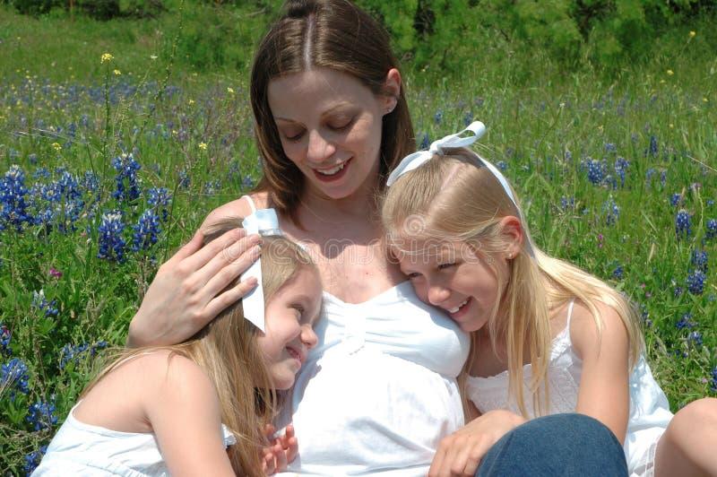 Mamma und Kinder stockfotografie