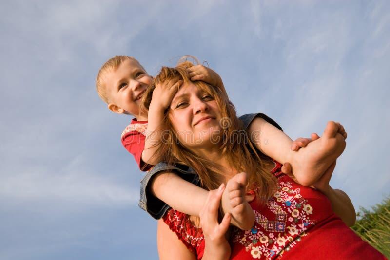 Mamma und Sohn lizenzfreie stockfotos