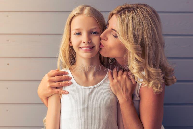 Mamma und Tochter lizenzfreies stockbild