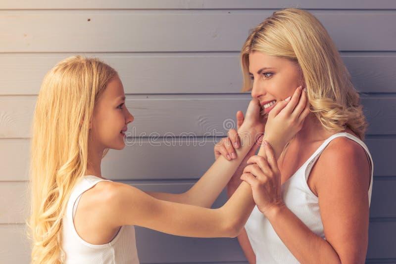 Mamma und Tochter stockfotos
