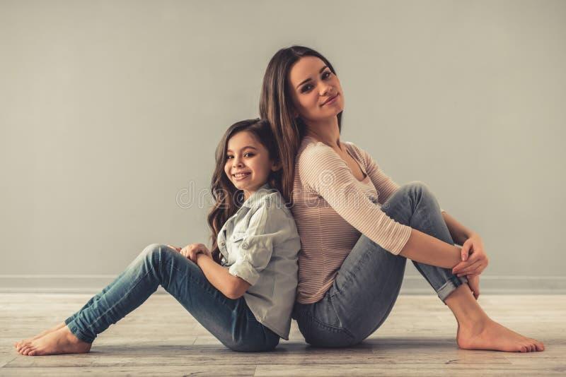 Mamma und Tochter stockbilder