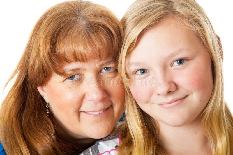 Mamma-und Tochter-Nahaufnahme lizenzfreie stockbilder
