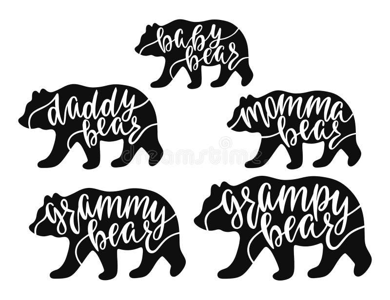 Mamman pappan, grampy som är grammy, behandla som ett barn björnen Utdragna typografiuttryck för hand med björnkonturer royaltyfria bilder