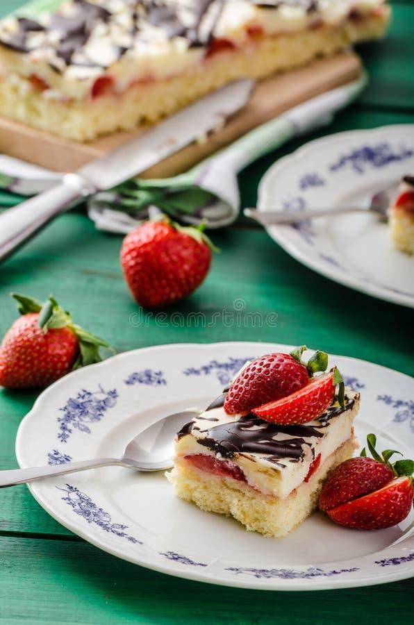 Mammas efterrätt med nya jordgubbar royaltyfri foto