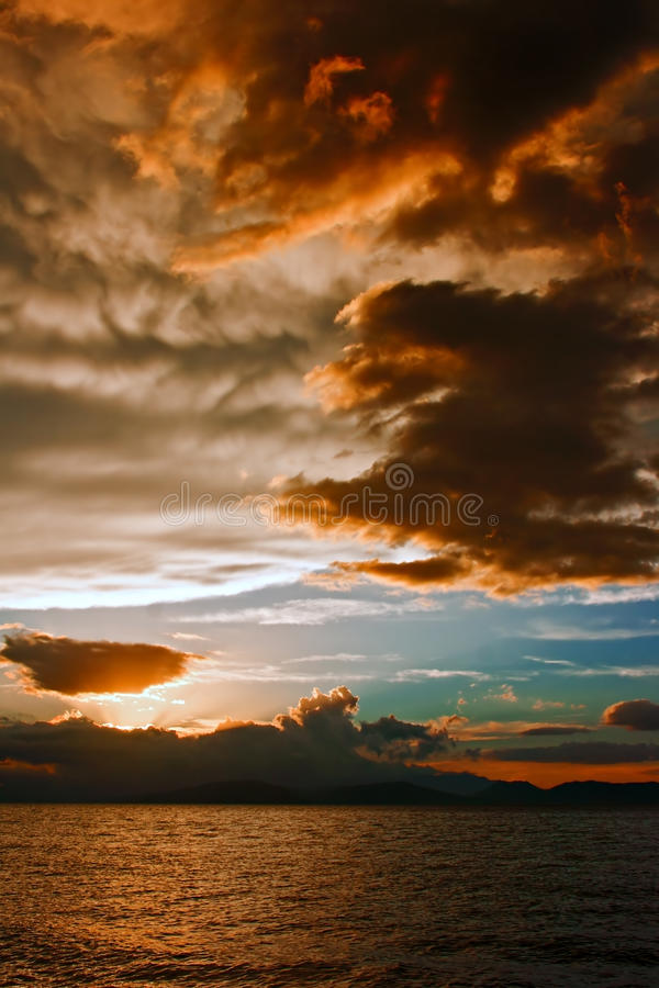 Download Mammatus Clouds At Sunset Ahead Of Violent Thunderstorm Stock Image - Image: 34588893