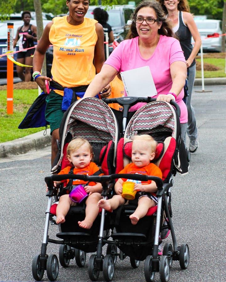 Mammors körning för körning 5K royaltyfria bilder