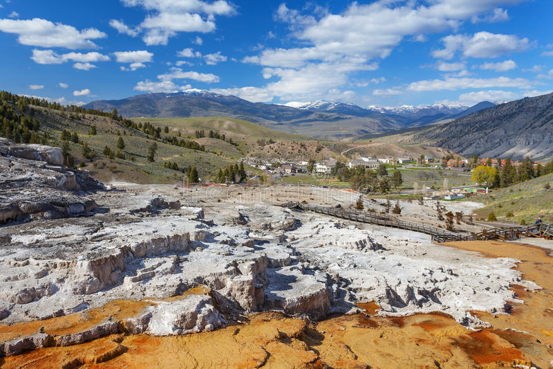 Mammoth Hot Springs, Йеллоустон, Вайоминг, США стоковая фотография rf