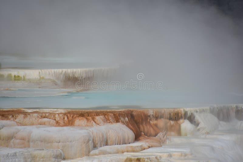 Mammoth Hot Springs en el parque nacional de Yellowstone fotos de archivo