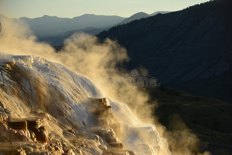 Mammoth Hot Springs in Yellowstone lizenzfreies stockbild