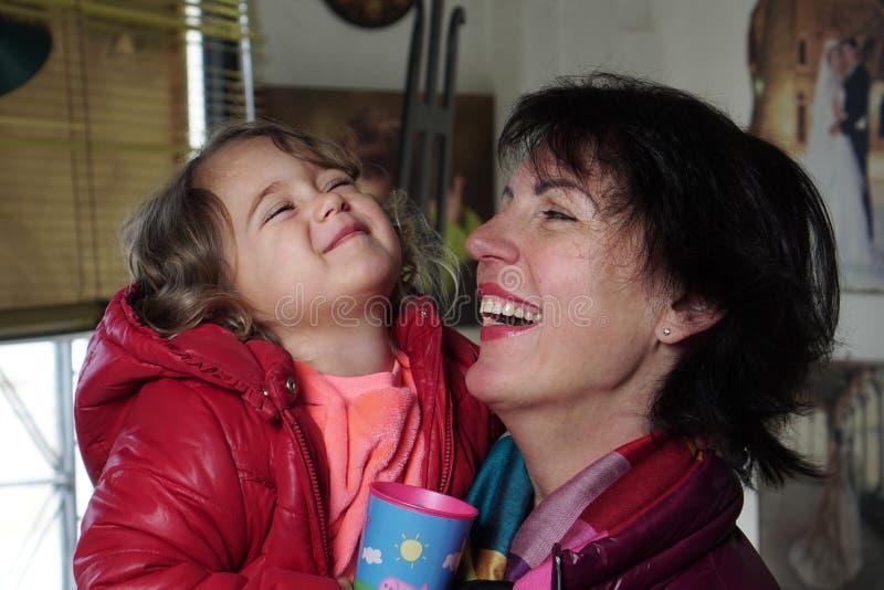 mamy córki się uśmiecha fotografia royalty free