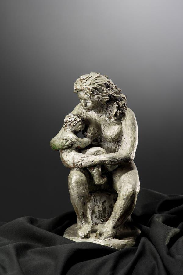 mamy syna clay rzeźby zdjęcia stock