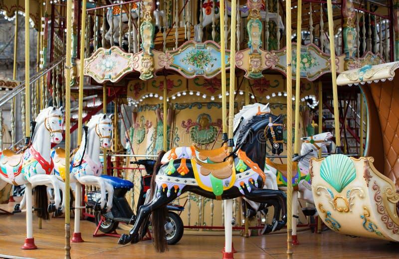 Manège parisien traditionnel photographie stock