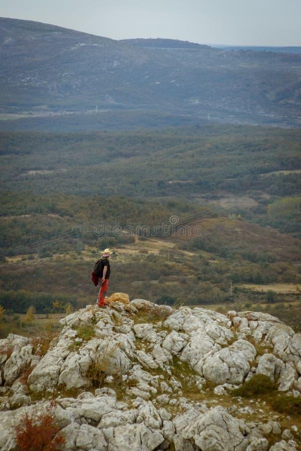 Man överst av berget av Palencia arkivbilder