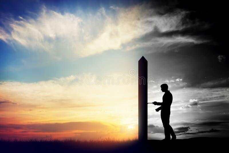 Man att försöka till den öppna dörren till den nya bättre världen Begreppsmässig ändring, två världar stock illustrationer