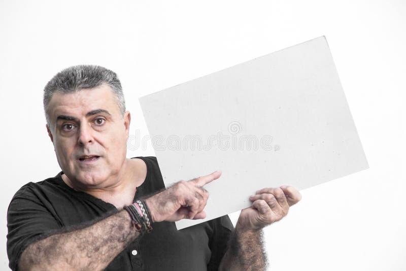 Man att göra en gest med svart tavla som isoleras på vit bakgrund fotografering för bildbyråer