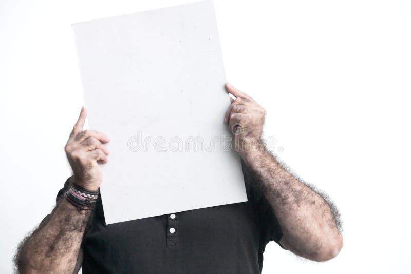 Man att göra en gest med svart tavla som isoleras på vit bakgrund arkivbild