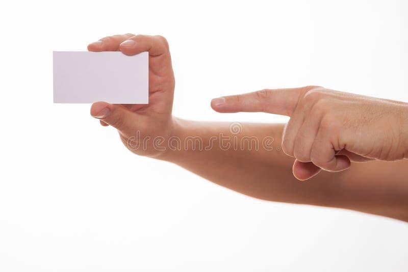 Man att rymma ett affärskort och att indikera det arkivfoton