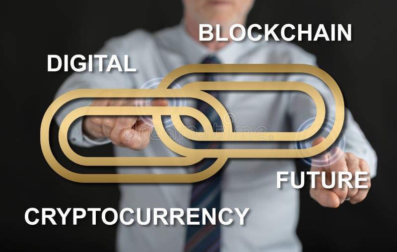 Man att trycka på ett blockchainbegrepp på en pekskärm royaltyfri bild