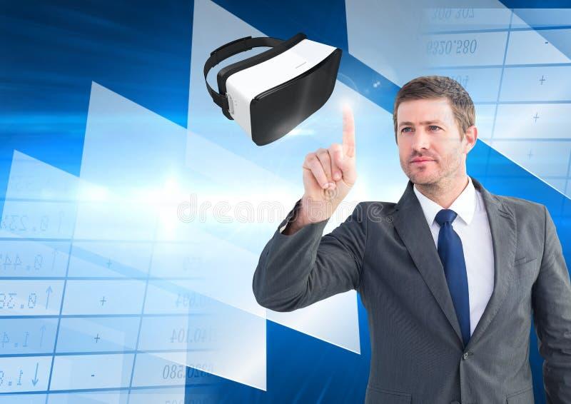 Man att trycka på och växelverkan med virtuell verklighethörlurar med mikrofon med övergångseffekt arkivfoton