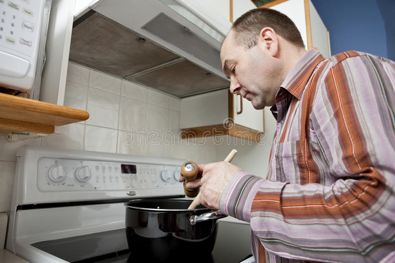 Download Man Cooking Royalty Free Stock Images - Image: 21004849