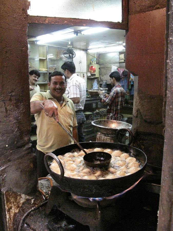 Man cooking on the street in Kolkata royalty free stock images